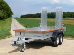 Baumaschinen Transporter mit Alu Auffahrrampen